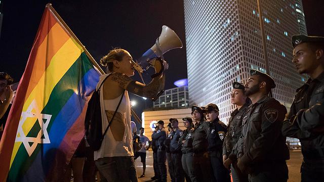"""הפגנה של קהילת הלהט""""ב. ארכיון (צילום: AP) (צילום: AP)"""
