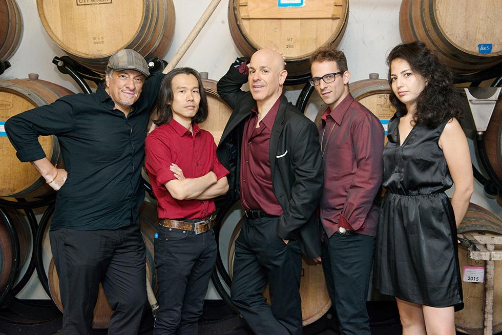 להקת לילה קנט'ה. ישראלית, אמריקאי, יפני וארגנטינאי. צילום:William Gomez   ()