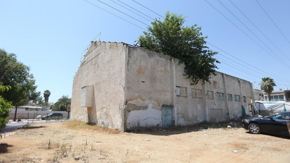מבנה בית הקולנוע הישן באור יהודה (צילום: ירון ברנר) (צילום: ירון ברנר)