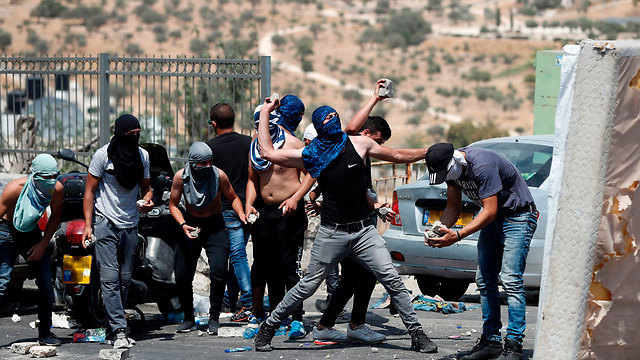 Rioters outside the Temple Mount (Photo: AFP)