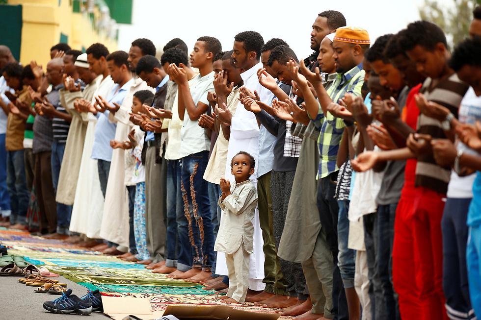 מוסלמים בתפילות יום השישי בהרר, אתיופיה (צילום: רויטרס)