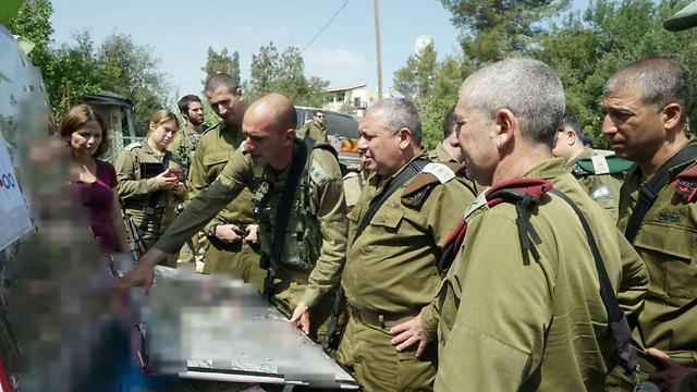 Eisenkott (C) briefed following attack (Photo: IDF Spokesperson's Unit)