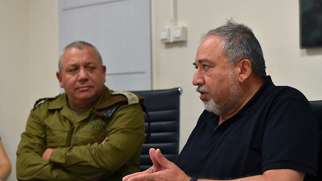 Chief of Staff Eisenkot (L) and Minister of Defense Lieberman offer differing views on the defense budget (Photo: Ariel Hermoni/Ministry of Defense)
