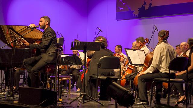 שלומי שבן ותזמורת קמראטה הישראלית (צילום: סבטה שולגה) (צילום: סבטה שולגה)