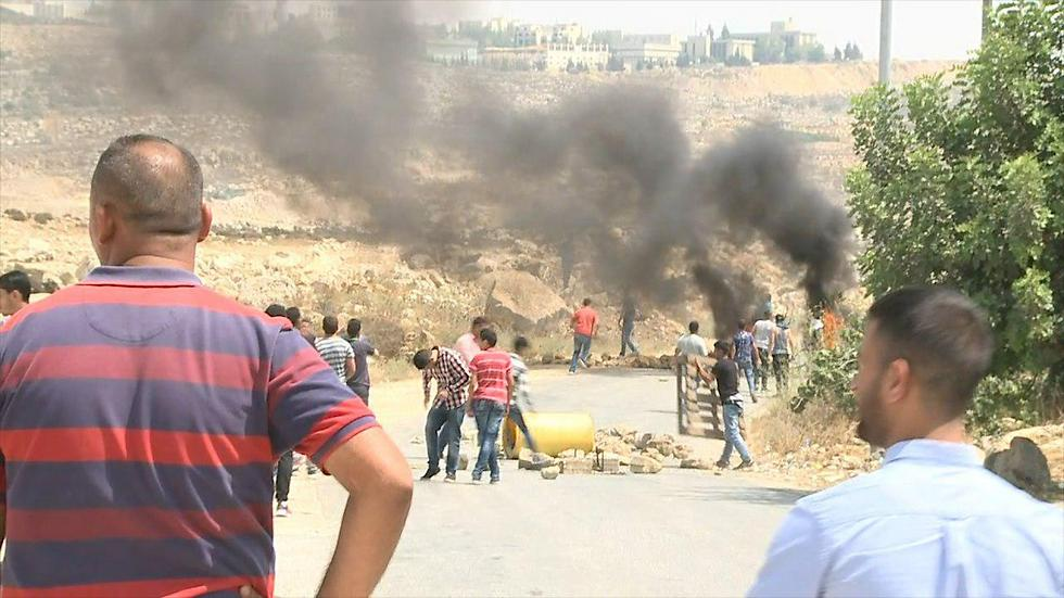 Clashes at the terrorist's village Kobar (Photo: Ofer Meir)