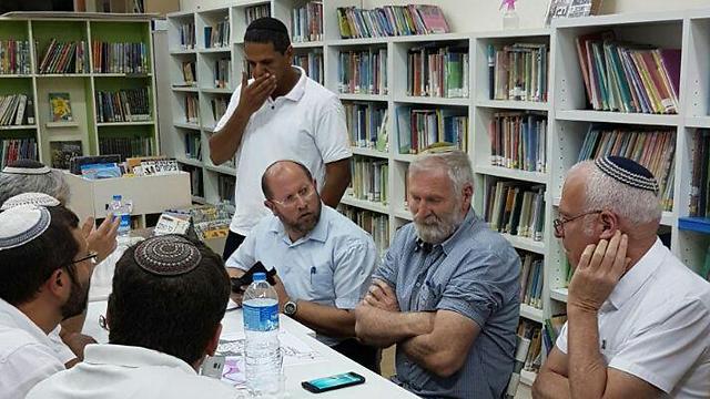 Halamish settler leaders meet with Minister Uri Ariel
