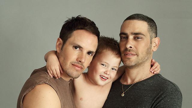עם בן זוגו ינאי פרישר ובנם המשותף רוי (צילום: אייל נבו) (צילום: אייל נבו)