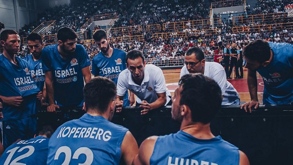 """קטש. """"מיוחד לאמן כל כך הרבה צעירים ביחד"""" (צילום: FIBA) (צילום: FIBA)"""