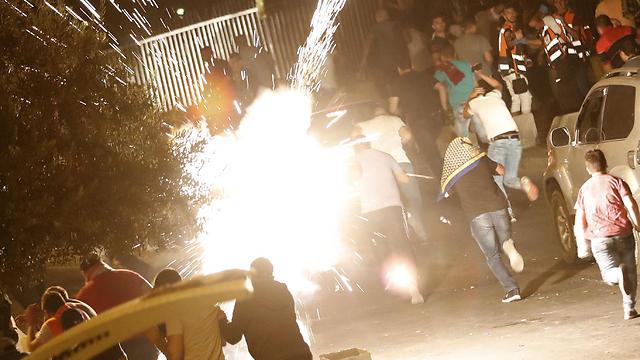 עימותים בסוף השבוע בין מתפללים לכוחות הביטחון בירושלים (צילום: AFP) (צילום: AFP)