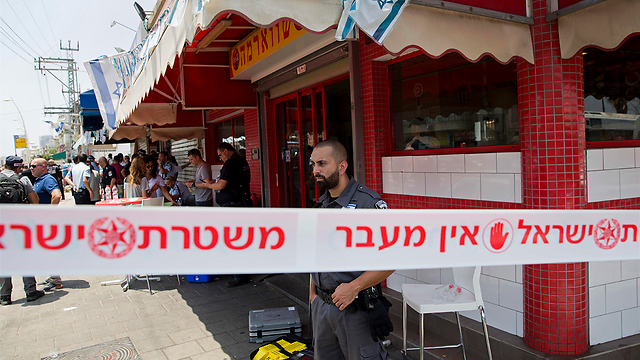 Scene of Petah Tikva stabbing attack (Photo: AP)