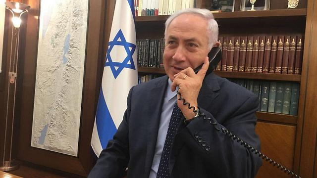 Prime Minister Netanyahu speaking with the Israeli embassy guard in Amman