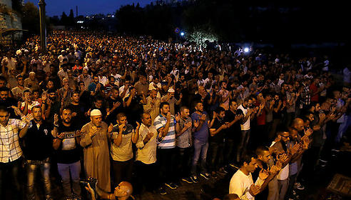 Muslims hold mass prayer outside Lions' Gate in protest of metal detectors (Photo: Reuters)