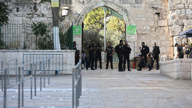Police at the Temple Mount (Photo: AP)