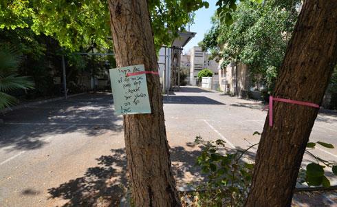החצר הנטושה של מתחם שידורים הומה (צילום: גיא שחר)