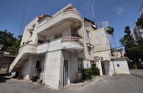 אחד מבנייני רשות השידור. מגדלים-מגדלים, ומה עם ההיסטוריה של תל אביב? (צילום: גיא שחר)