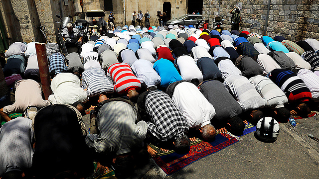 Prayers outside the Temple Mount continue Tuesday (Photo: Reuters)
