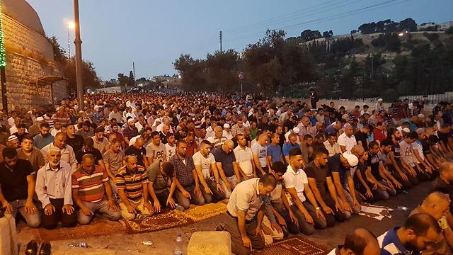 Prayers outside the Temple Mount continue Tuesday evening (Photo: Yael Friedson)