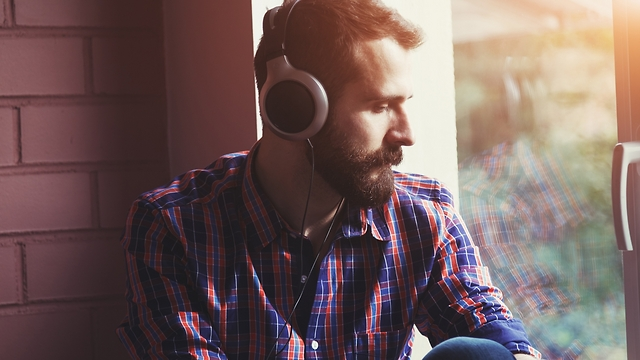 כאשר נמצאים לבד לאורך זמן, שריר היחסים שלנו נחלש (צילום: Shutterstock)