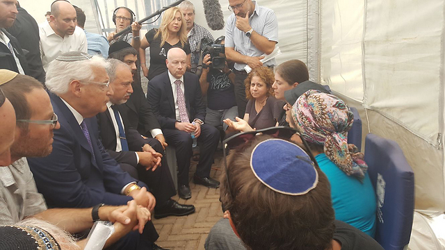Greenblatt, Friedman and Liberman pay condolence visit to Michal Salomon after the attack
