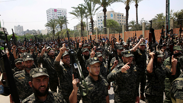 Hamas militants procession (Photo: AP)