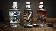 צפו: חלקי אופנוע בבקבוקי ג'ין