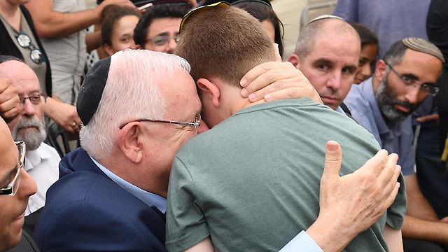Rivlin with Michal and Elad Salomon's son (Photo: Mark Neiman/GPO)