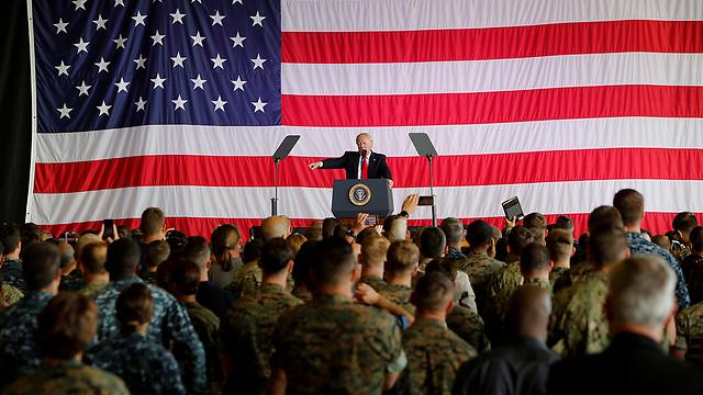 טראמפ בנאום לחיילים אמריקנים (צילום: רויטרס) (צילום: רויטרס)