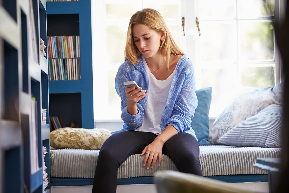 היא עדיין ממתינה שתיצור עמה קשר (צילום: Shutterstock)