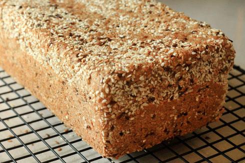 למתכון של לחם מלא בגרעינים וזרעים, לחצו על התמונה (צילום: אורלי חרמש)
