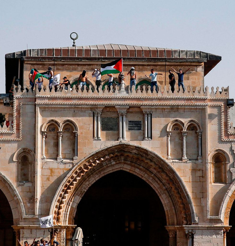 Protestors climb al-Aqsa Mosque (Photo: AFP)