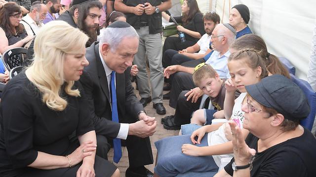 Netanyahu visits the Salomon family (Photo: Amos Ben-Gershom, GPO)