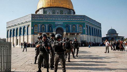 Israeli security forces at the al-Aqsa Mosque