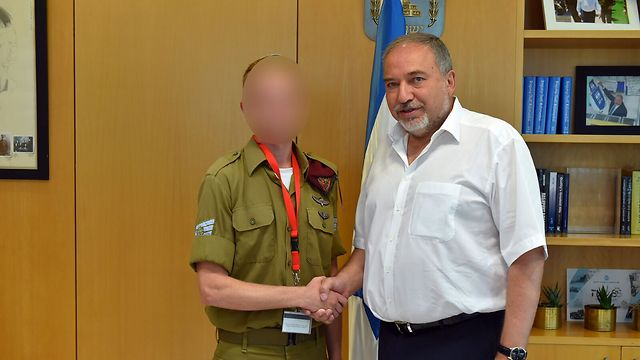 Defense Minister Lieberman meets with Staff Sergeant A. (Photo: Photo: Ariel Hermoni/Defense Ministry)