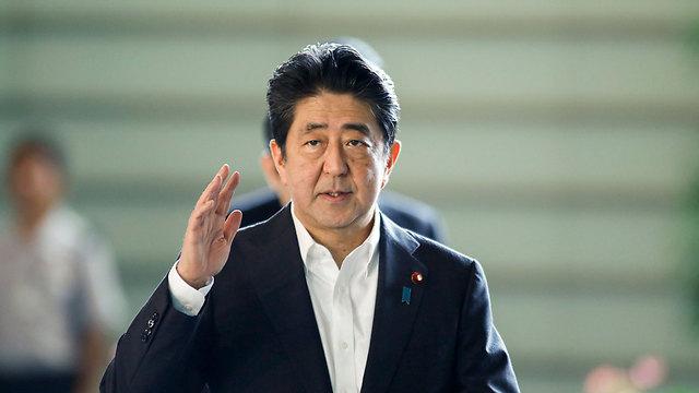 האיש שהביא את השינוי: ראש ממשלת יפן (צילום: EPA)