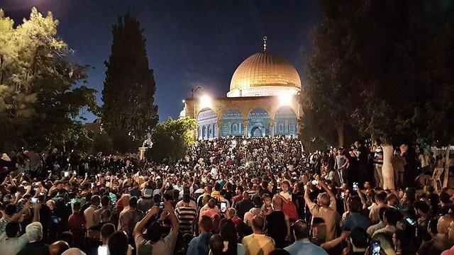 Worshippers at the Dome of the Rock, Temple Mount, Jerusalem