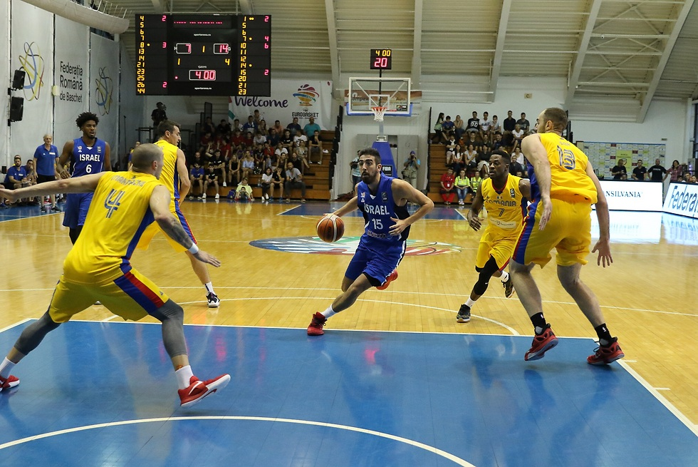 בר טימור מול רומניה (צילום: Alina Diana COJOCARU, התאחדות הכדורסל של רומניה)