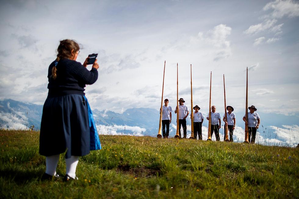 נגני קרן באלפים השווייצריים (צילום: EPA)