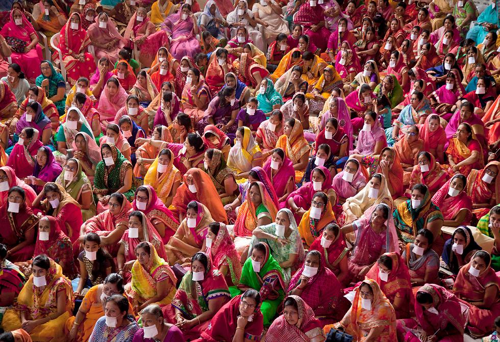 עצרת למען חברי קהילה הודית שצמו שמונה ימים למען שלום עולמי. היידראבד, הודו (צילום: AP)