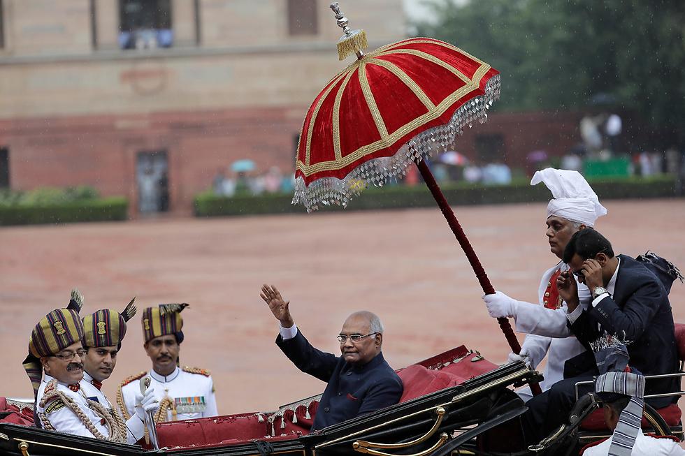 הנשיא החדש של הודו מגיע לארמון הנשיאות בניו דלהי לאחר השבעתו (צילום: AP)