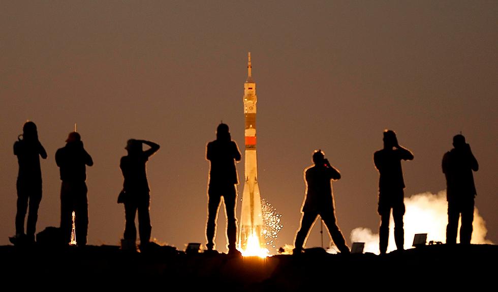 שיגור טיל לחלל מאתר שיגור בקזחסטן (צילום: EPA)