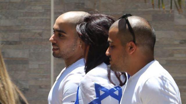 האם אושרה עטופה בדגל ישראל (צילום: מוטי קמחי) (צילום: מוטי קמחי)