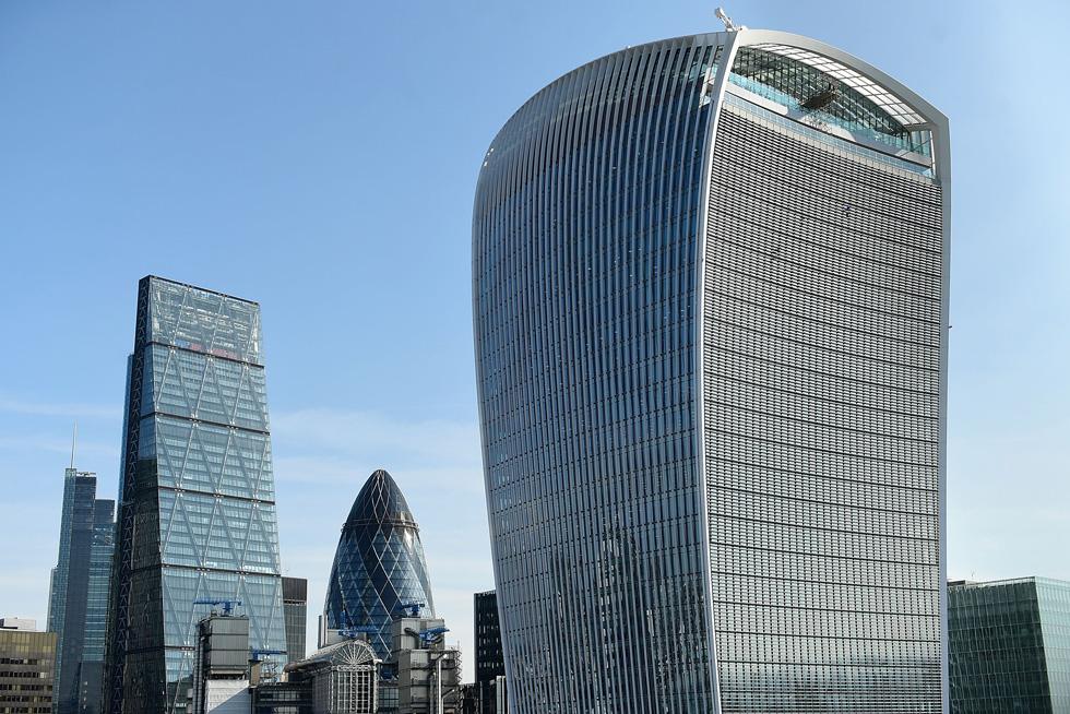 המחאות המתמשכות נגד ההקמה של מגדל ''ווקי טוקי'' לא הועילו: היזם רצה - וקיבל - קומות גבוהות בשטח גבוה יותר מהנמוכות, כדי להשכיר אותן במחירי עתק. התוצאה עגומה (צילום: Gettyimages)