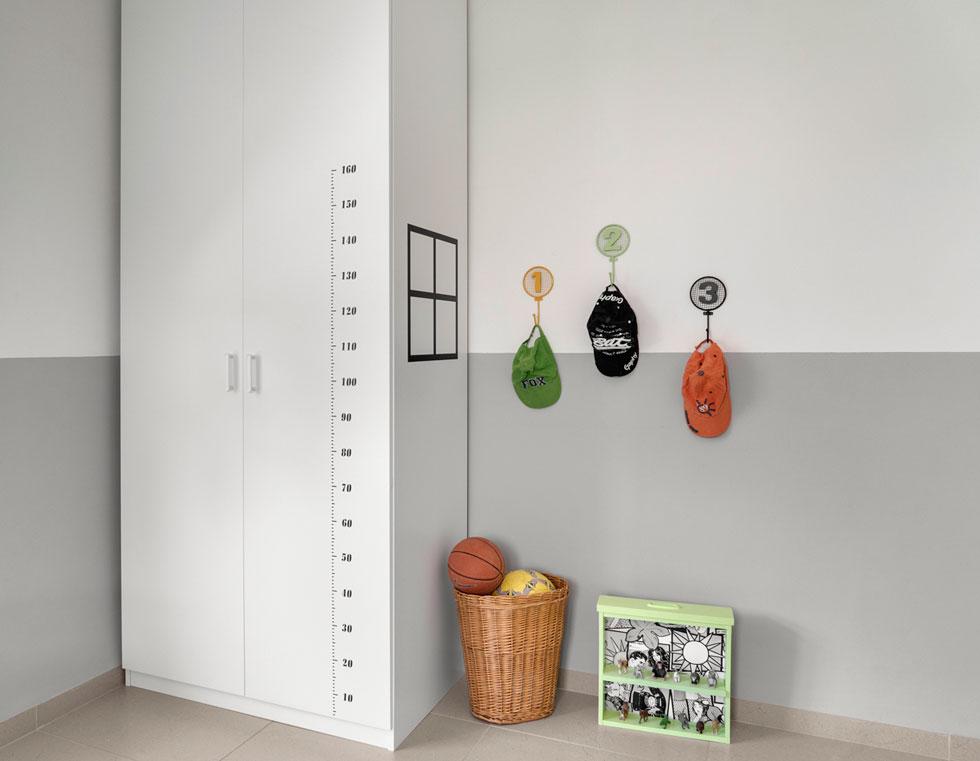 """פריטים צבעוניים קטנים ש""""מקפיצים"""" את מראה החדר (צילום: רותם רוזנאי, Studio GEFEN)"""
