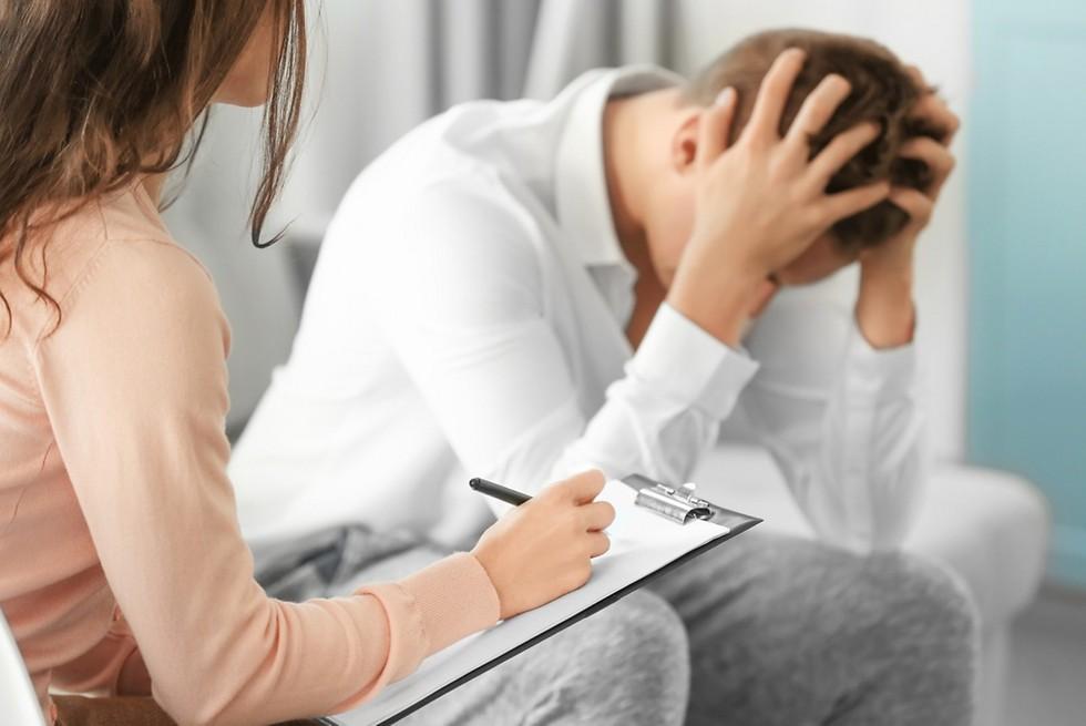 רובם המוחלט של האנשים שסובלים ממחלות או מהפרעות נפשיות אינם מסוכנים לציבור  (צילום: shutterstock) (צילום: shutterstock)