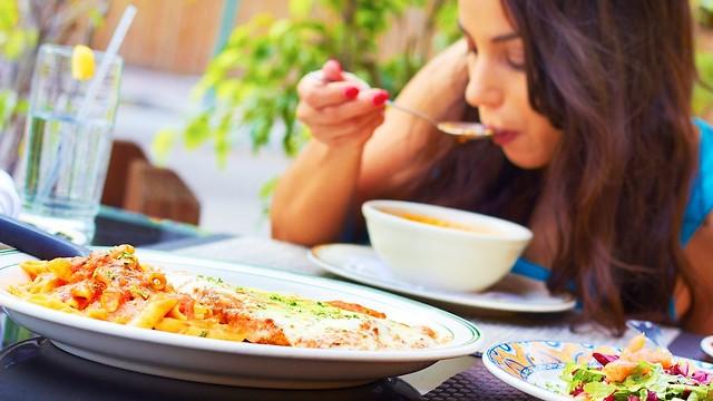 משביע ומזין. מרק בתחילת הארוחה (צילום: shuttrstock)