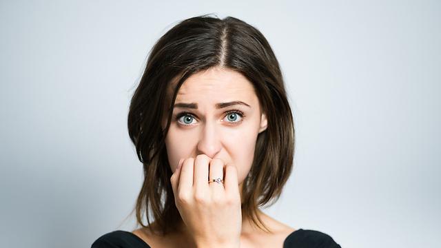 להתחיל איתו? אבל מה אם ניפרד ונאלץ להתראות כל יום במשרד? (צילום: Shutterstock) (צילום: Shutterstock)