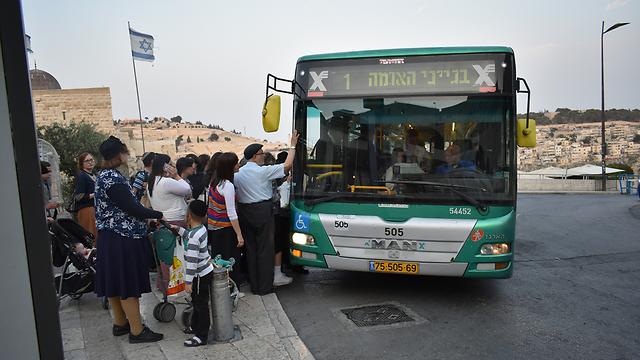 """Автобус """"Эгеда"""" в Иерусалиме. Фото: Эли Мендельбаум"""