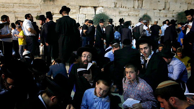 Ultra-Orthodox at the Western Wall (Photo: AFP)