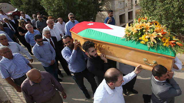 Funeral procession for Bassem al-Hamarna (Photo: EPA)