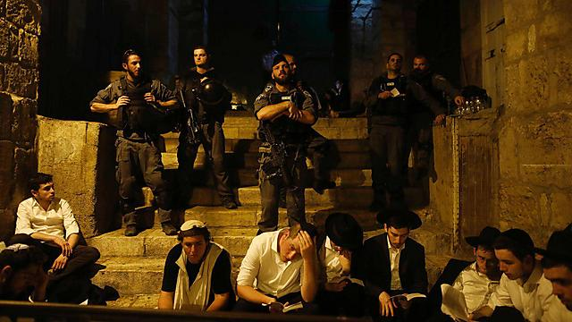 בכל העיר העתיקה - קינות ואבל (צילום: AFP)